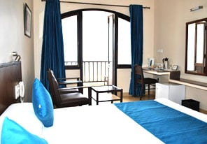 Deluxe (double-bed) sea-facing room